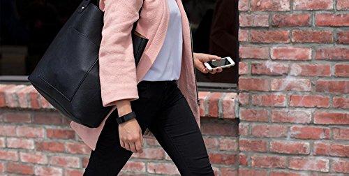 Fitbit Charge am Handgelenk