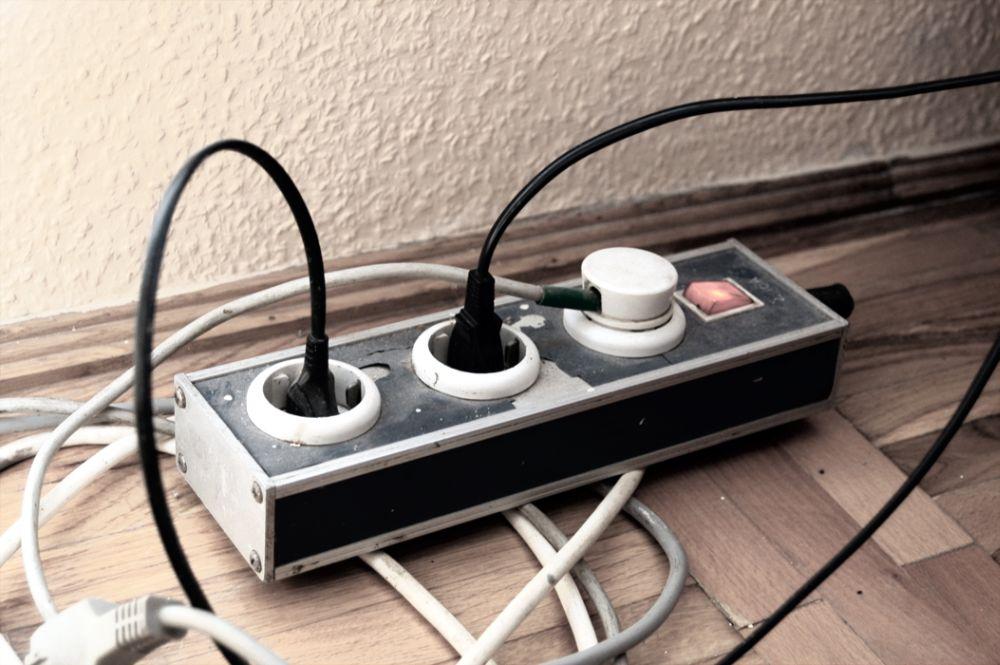 Warum Sie Steckdosenleisten nicht hintereinander schalten sollten ...
